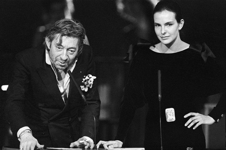 Serge Gainsbourg et l'actrice Carole Bouquet présentent la cérémonie des Césars le 23 février 1986