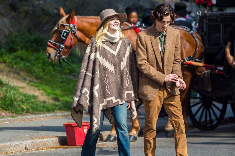 Elle Fanning et Timothée Chalametsur le tournage du nouveau film de Woody Allen, à New York le 26 septembre 2017.