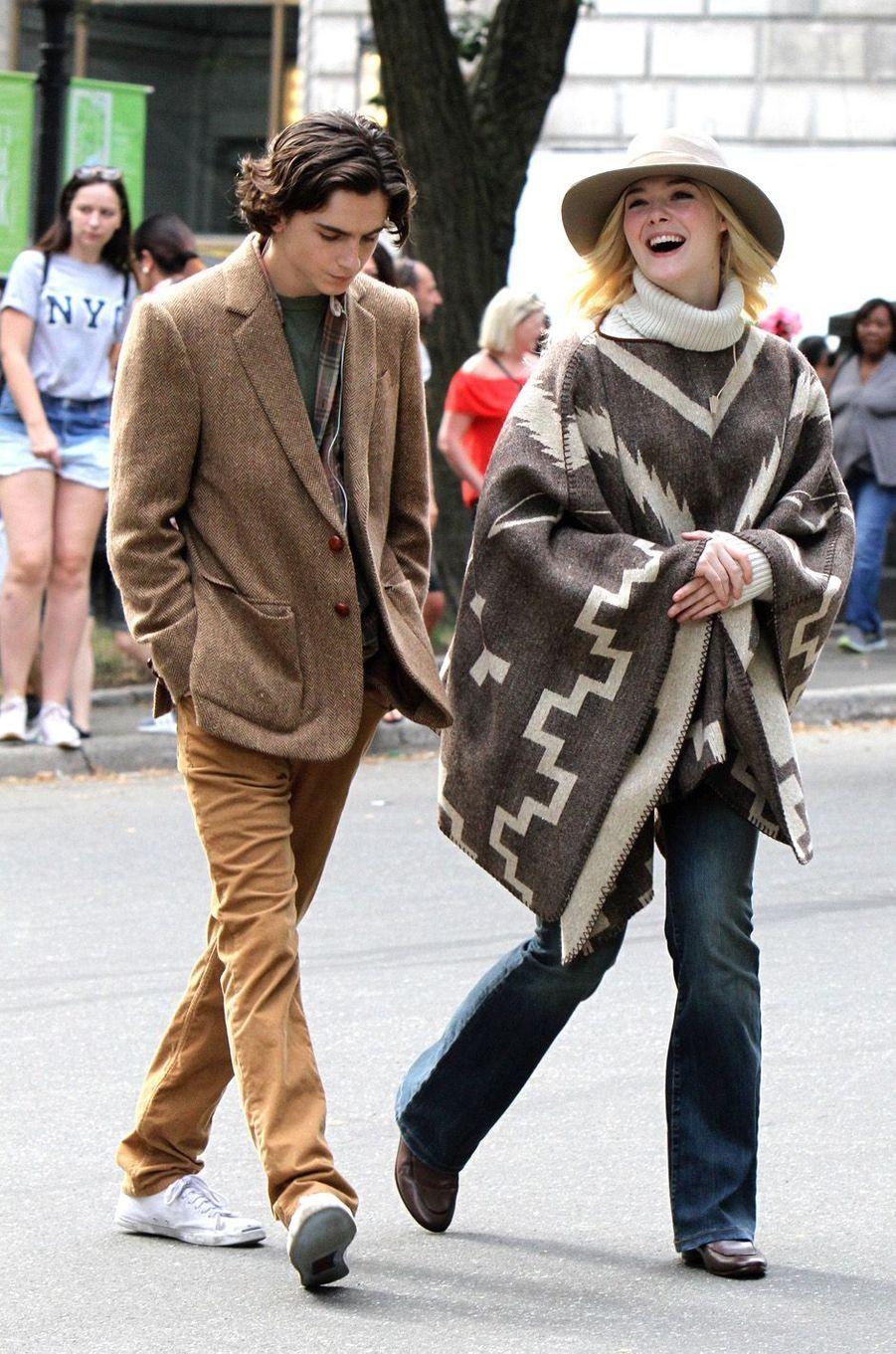 Timothée Chalamet et Elle Fanningsur le tournage du nouveau film de Woody Allen, à New York le 26 septembre 2017.
