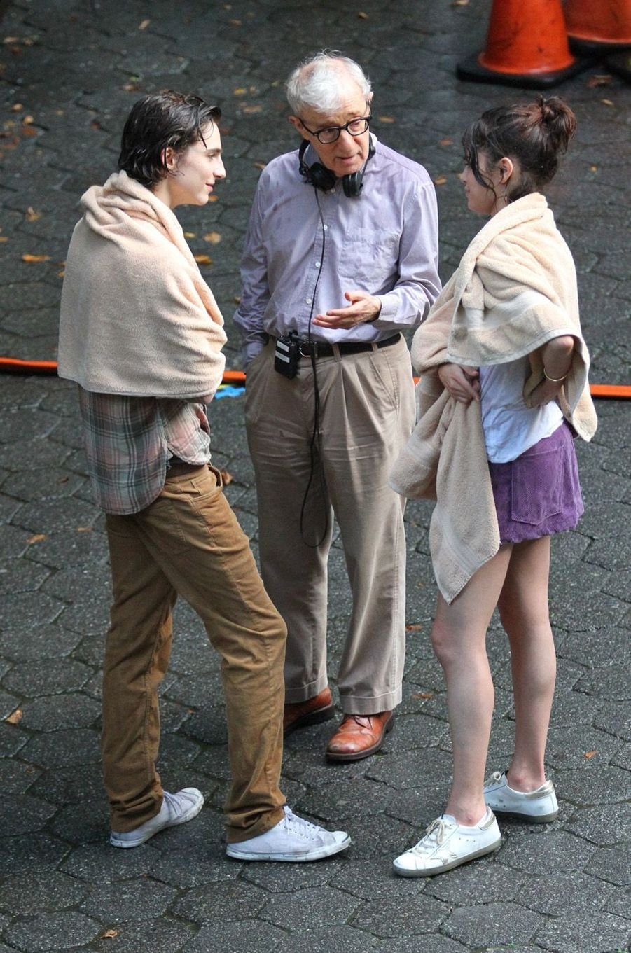 Woody Allen, Timothée Chalamet et Selena Gomezsur le tournage du nouveau film de Woody Allen, à New York le 26 septembre 2017.