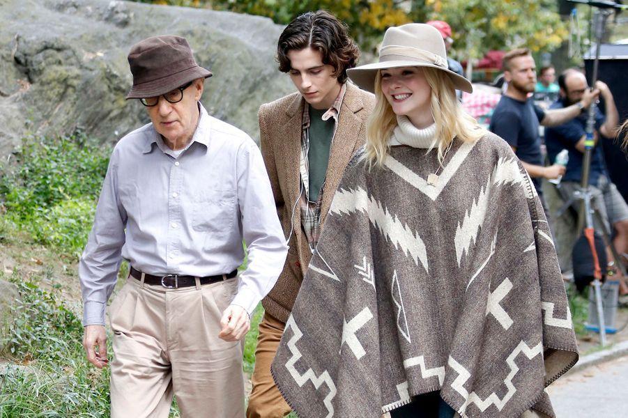 Woody Allen, Timothée Chalamet et Elle Fanning sur le tournage du nouveau film de Woody Allen, à New York le 26 septembre 2017.