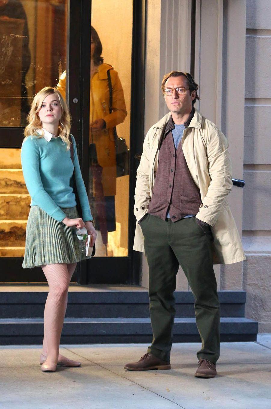 Elle Fanning et Jude Lawsur le tournage du nouveau film de Woody Allen, le 19 octobre 2017.