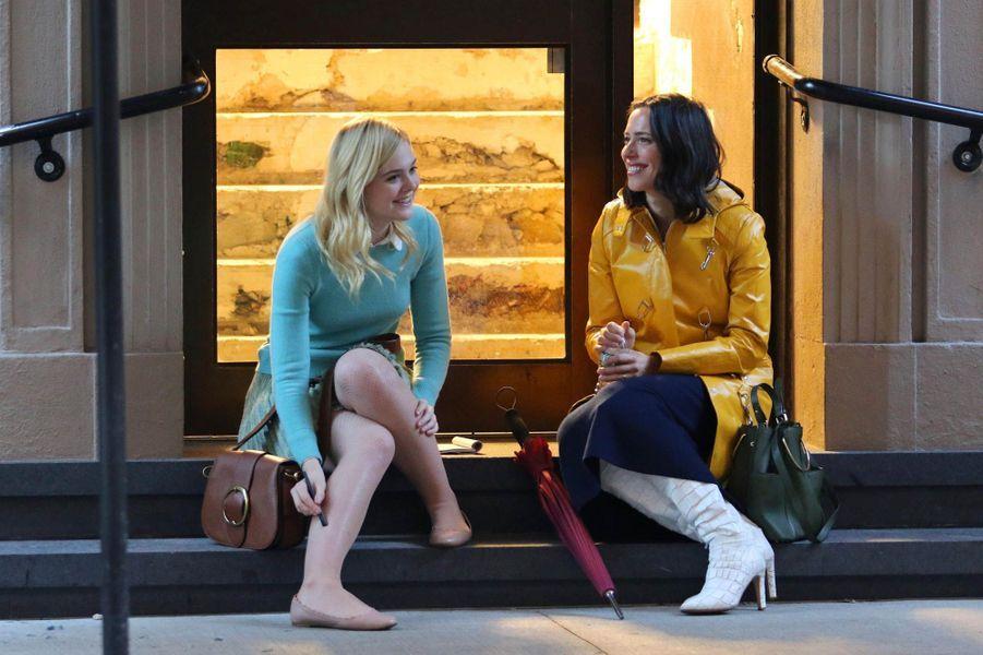 Elle Fanning et Rebecca Hall sur le tournage du nouveau film de Woody Allen, le 19 octobre 2017.
