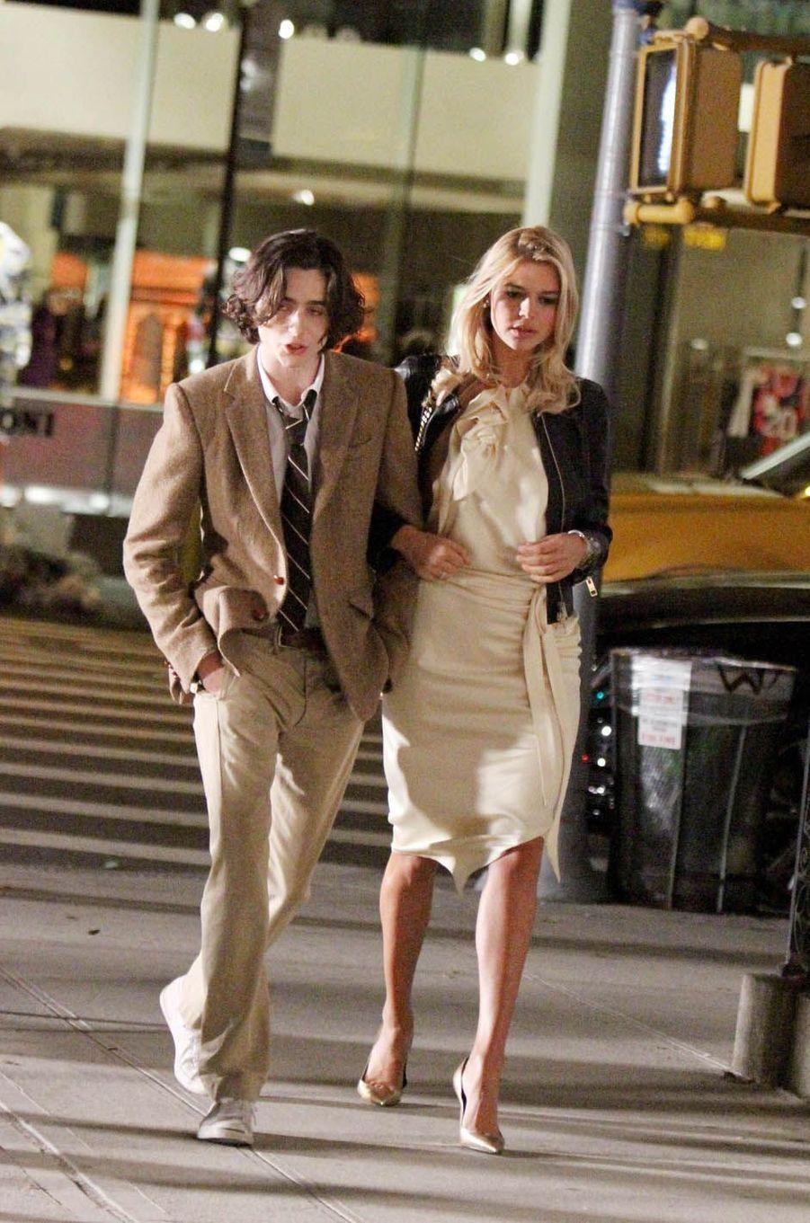 Timothé Chalamet et Kelly Rohrbachsur le tournage du nouveau film de Woody Allen, le 19 octobre 2017.