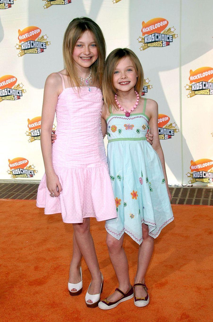 Elle Fanning et Dakota à Westwood, le 31 mars 2007.
