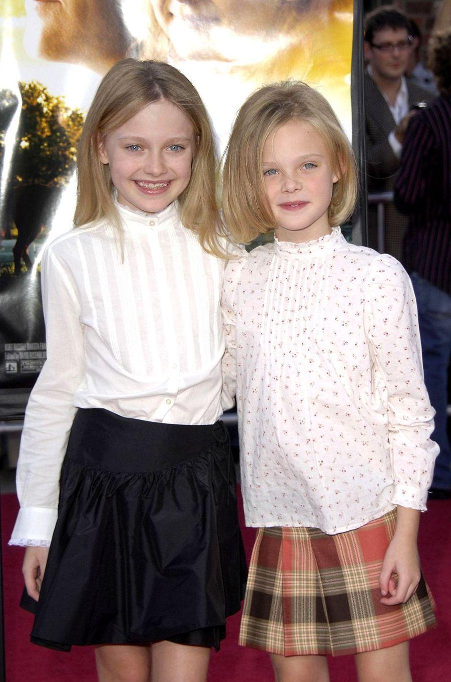 Elle et Dakota Fanning à Westwood, le 9 octobre 2005.