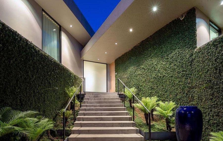 Elon Musk met en vente l'une de ses villas de Los Angeles, achetée en 2014 avec son épouse d'alors Talulah Riley, pour 4,5 millions de dollars