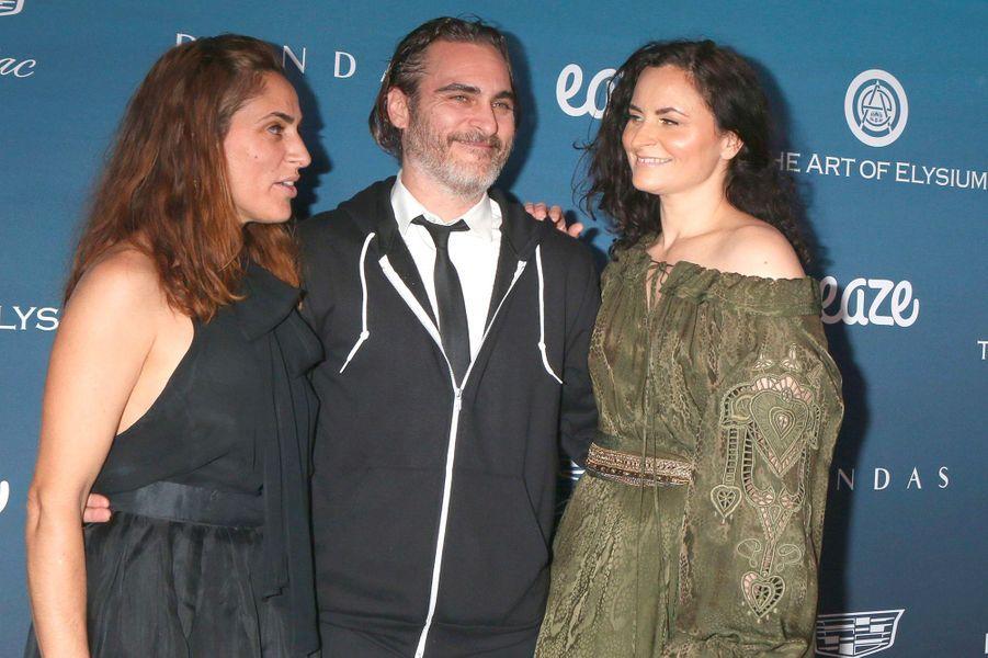 Joaquin Phoenix et ses soeurs au gala Art of Elysium, à Los Angeles, samedi 5 janvier