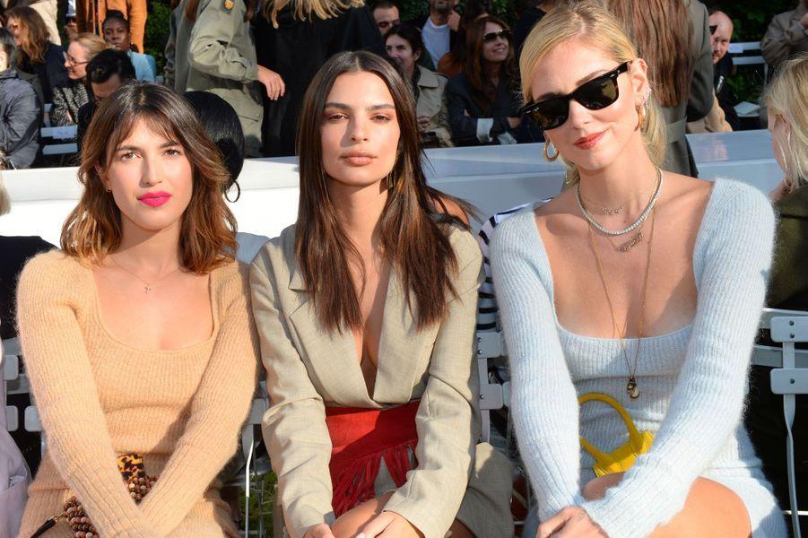 Emily Ratajkowski avec Jeanne Damas et Chiara Ferragni au défilé Jacquemus le 24 septembre à Paris
