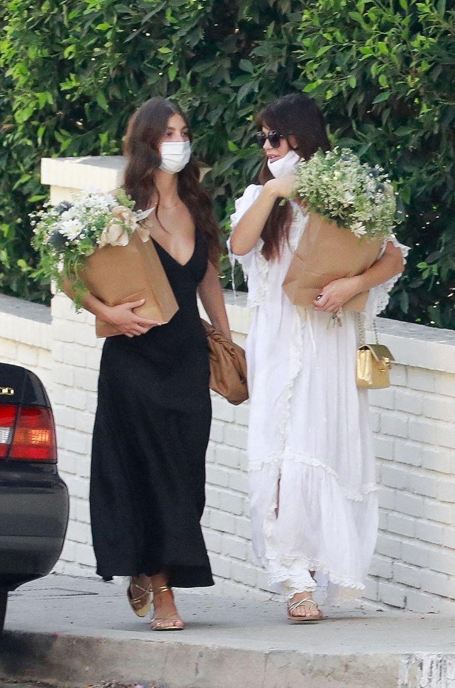 Camila Moronese rend à la baby shower d'Emma Roberts à Los Angeles le 3 octobre 2020