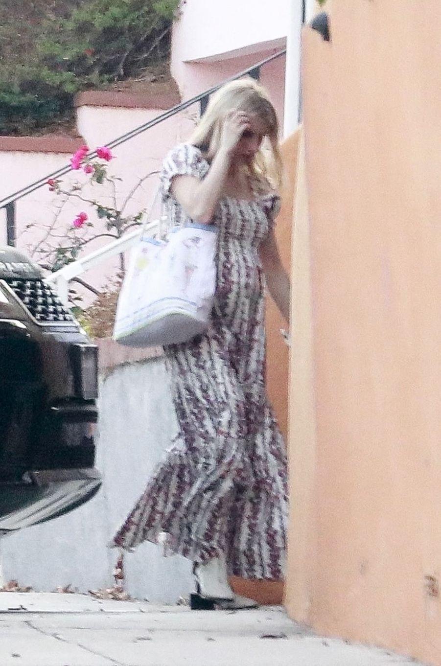 Emma Roberts arrive à sa baby shower à Los Angeles le 3 octobre 2020