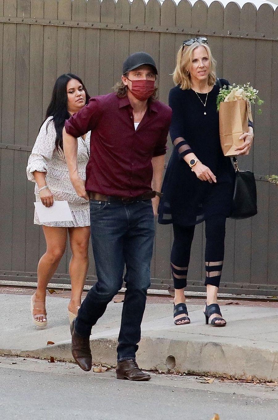 Garrett Hedlund, le compagnon d'Emma Roberts, arrive à sa baby shower à Los Angeles le 3 octobre 2020