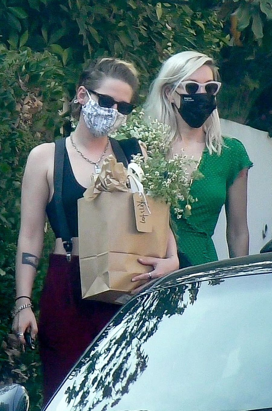 Kristen Stewart et Dylan Meyerse rendent à la baby shower d'Emma Roberts à Los Angeles le 3 octobre 2020