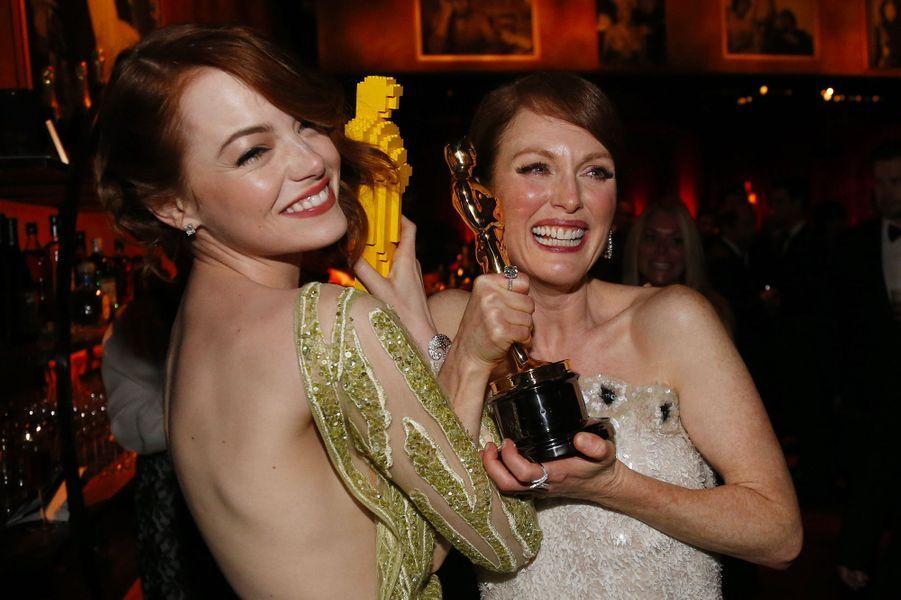 Emma Stone, avec Julianne Moore, le 23 février 2015