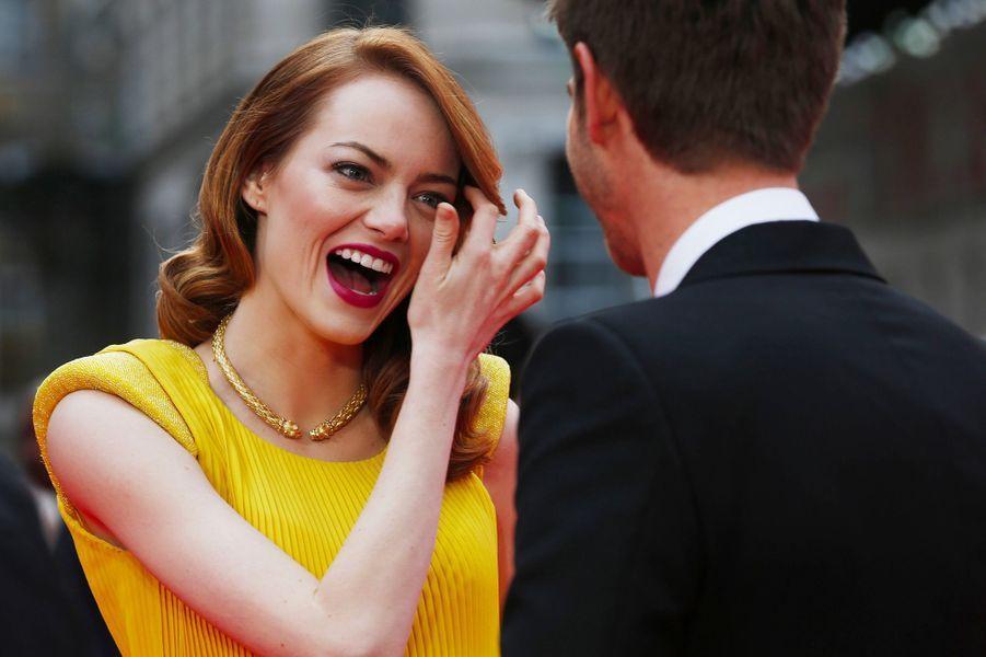 Emma Stone, avec Andrew Garfield, le 10 avril 2014