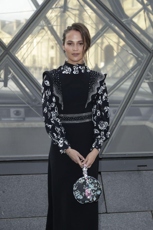 Alicia Vikanderau défilé Louis Vuitton à Paris, le 5 mars 2019