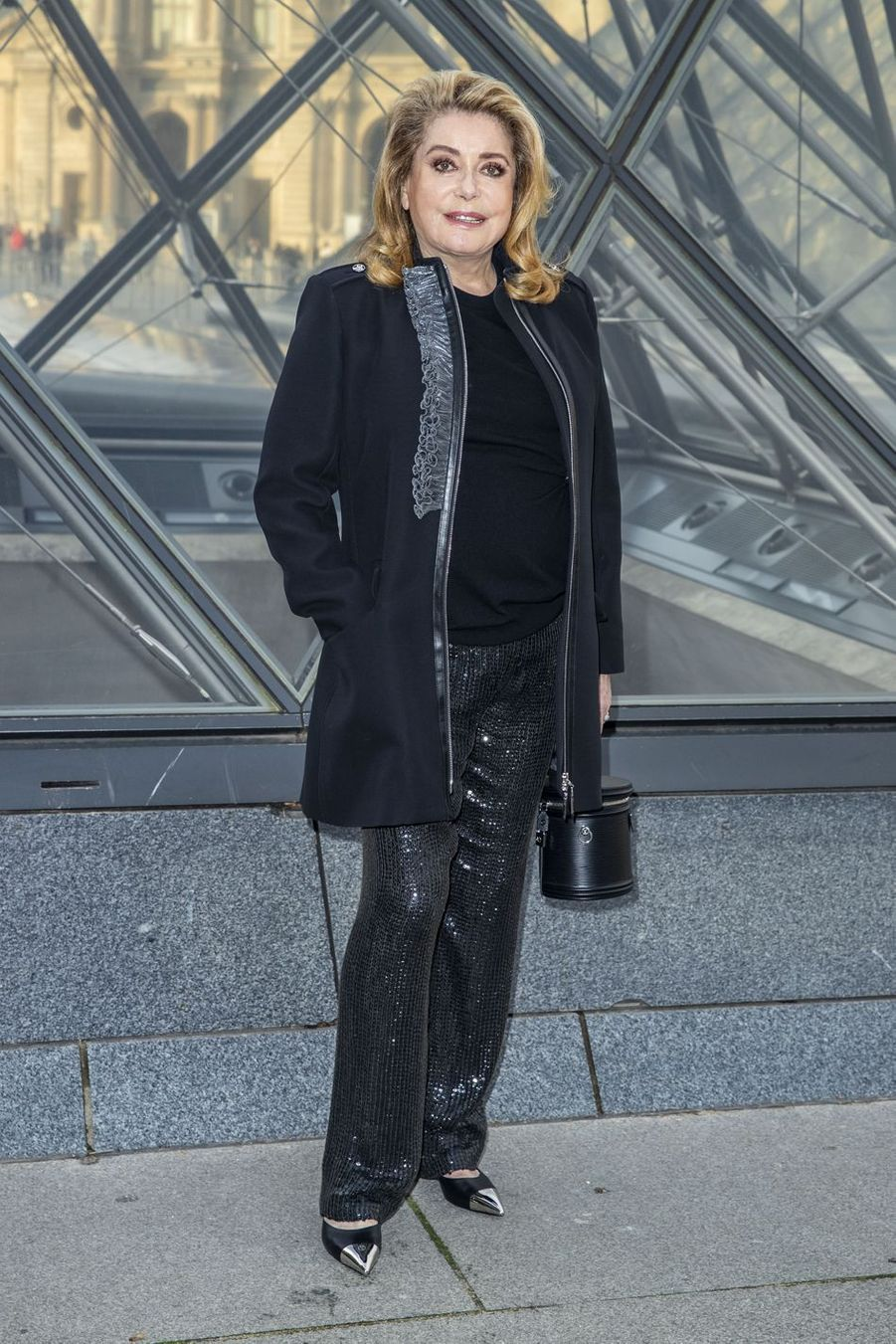 Catherine Deneuve au défilé Louis Vuitton à Paris, le 5 mars 2019