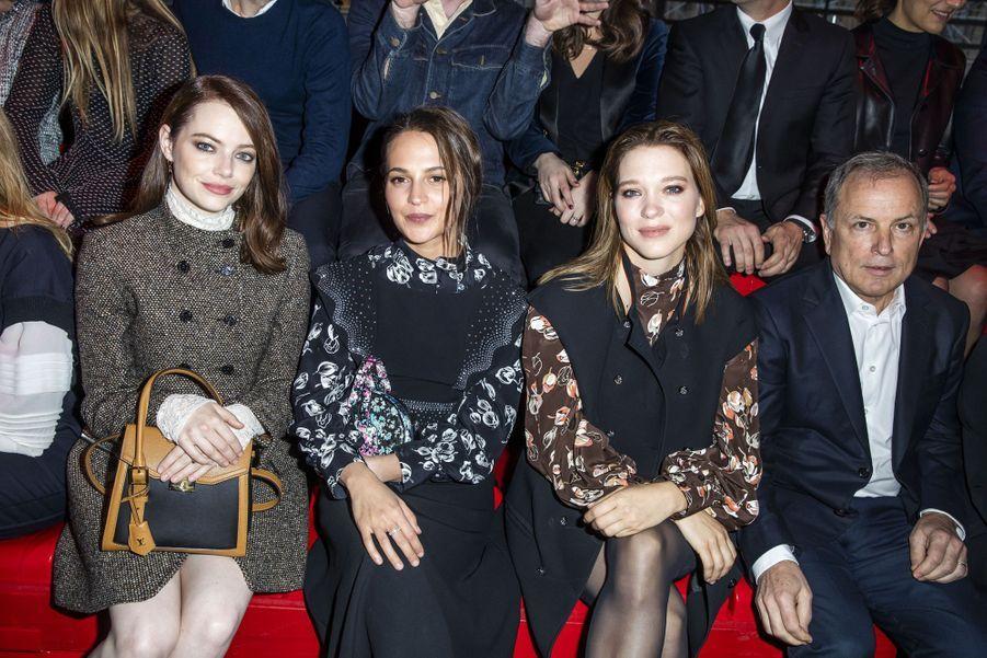 Emma Stone, Alicia Vikander, Léa Seydoux, Michael Burke (PDG de Vuitton)au défilé Louis Vuitton à Paris, le 5 mars 2019