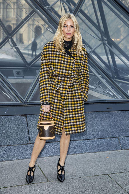 Sienna Millerau défilé Louis Vuitton à Paris, le 5 mars 2019