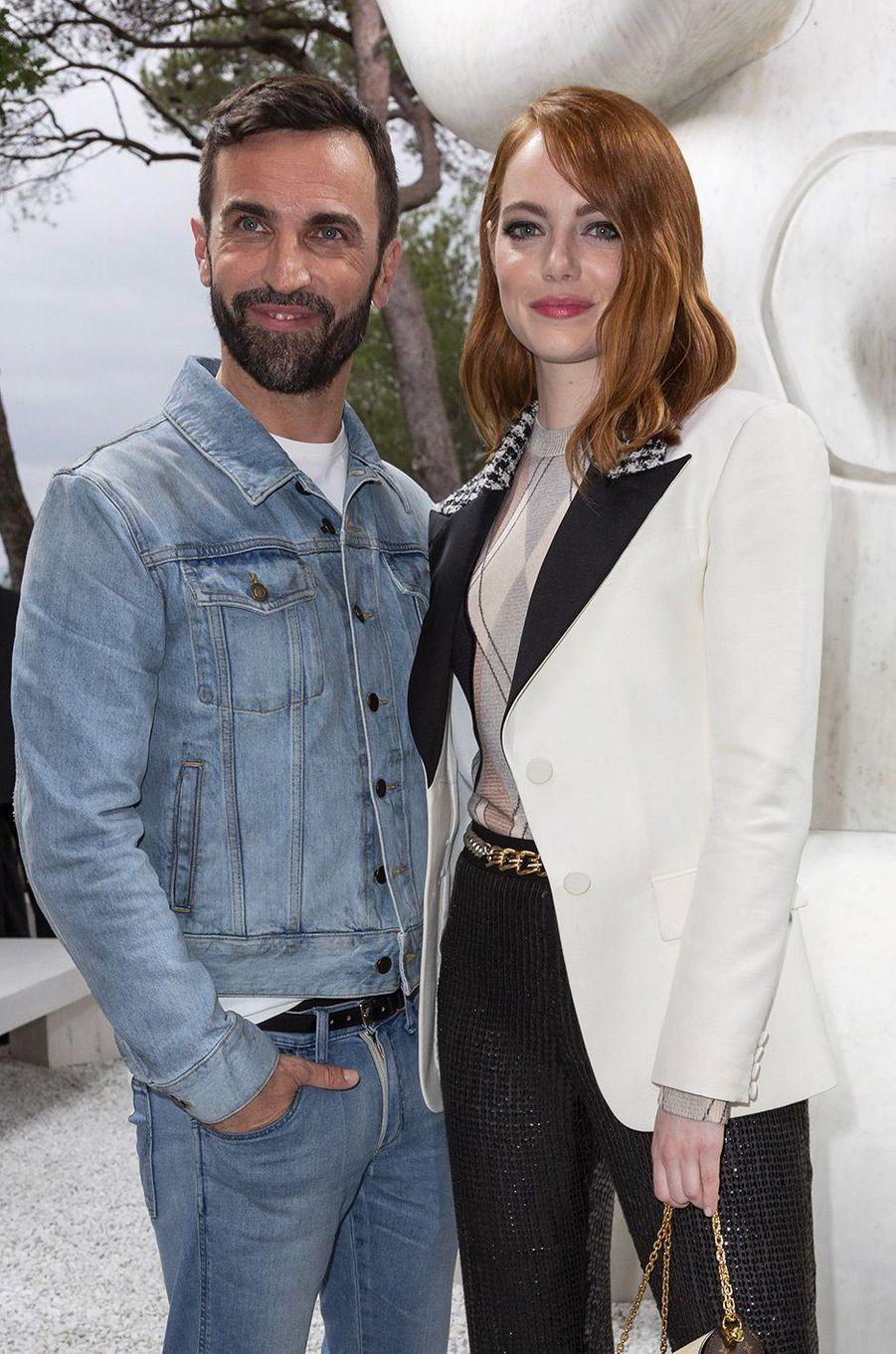 Emma Stone et Nicolas Ghesquière au défilé Louis Vuitton à la fondation Maeght lundi 28 mai
