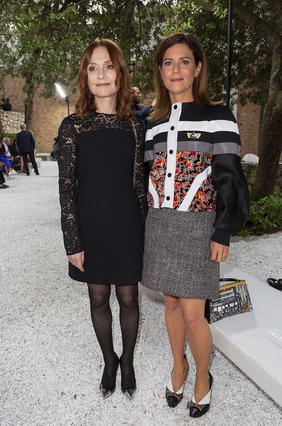 Marina Fois et Isabelle Huppert au défilé Louis Vuitton à la fondation Maeght lundi 28 mai