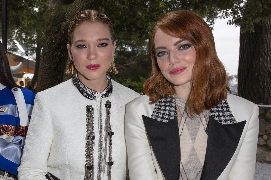 Emma Stone et Léa Seydoux au défilé Louis Vuitton à la fondation Maeght lundi 28 mai