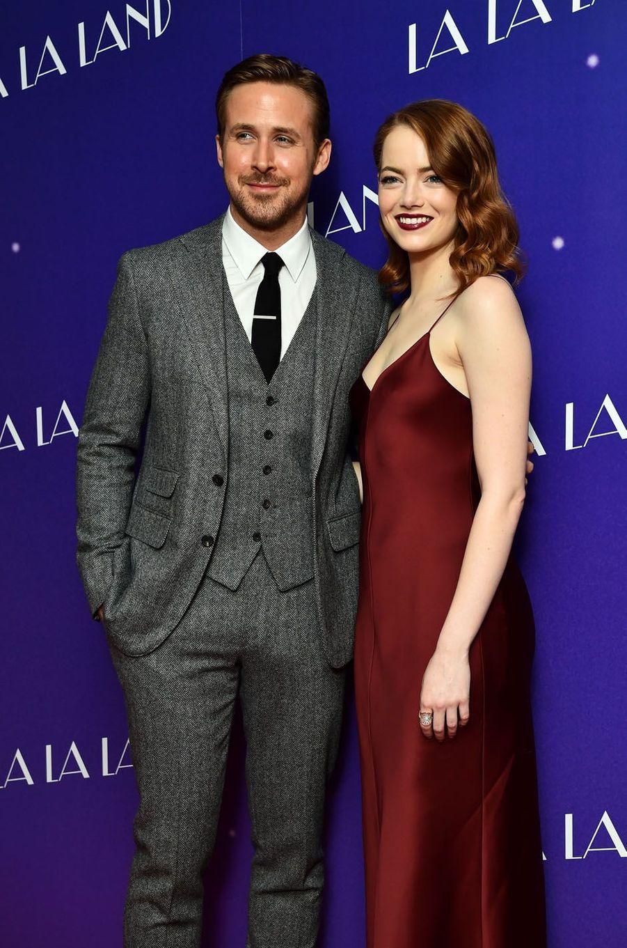 """Ryan Gosling et Emma Stone lors de l'avant-première de """"La La Land"""" à Londres."""