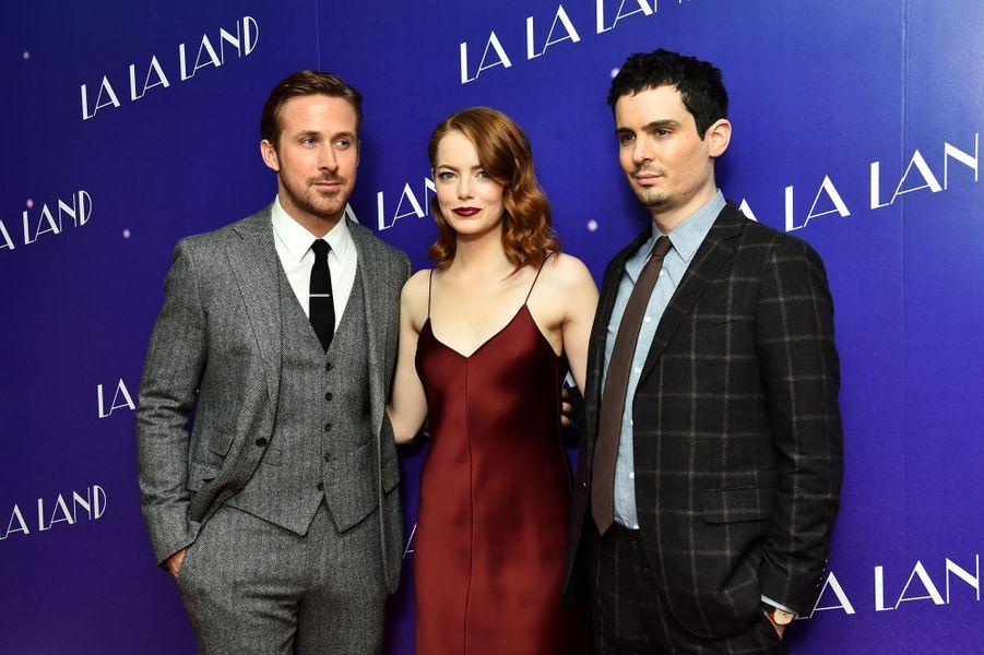 """Ryan Gosling, Emma Stone et Damien Chazelle lors de l'avant-première de """"La La Land"""" à Londres."""