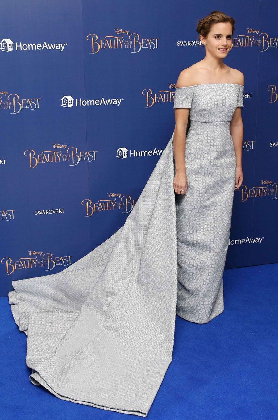 Emma Watson en robe faite sur mesure.