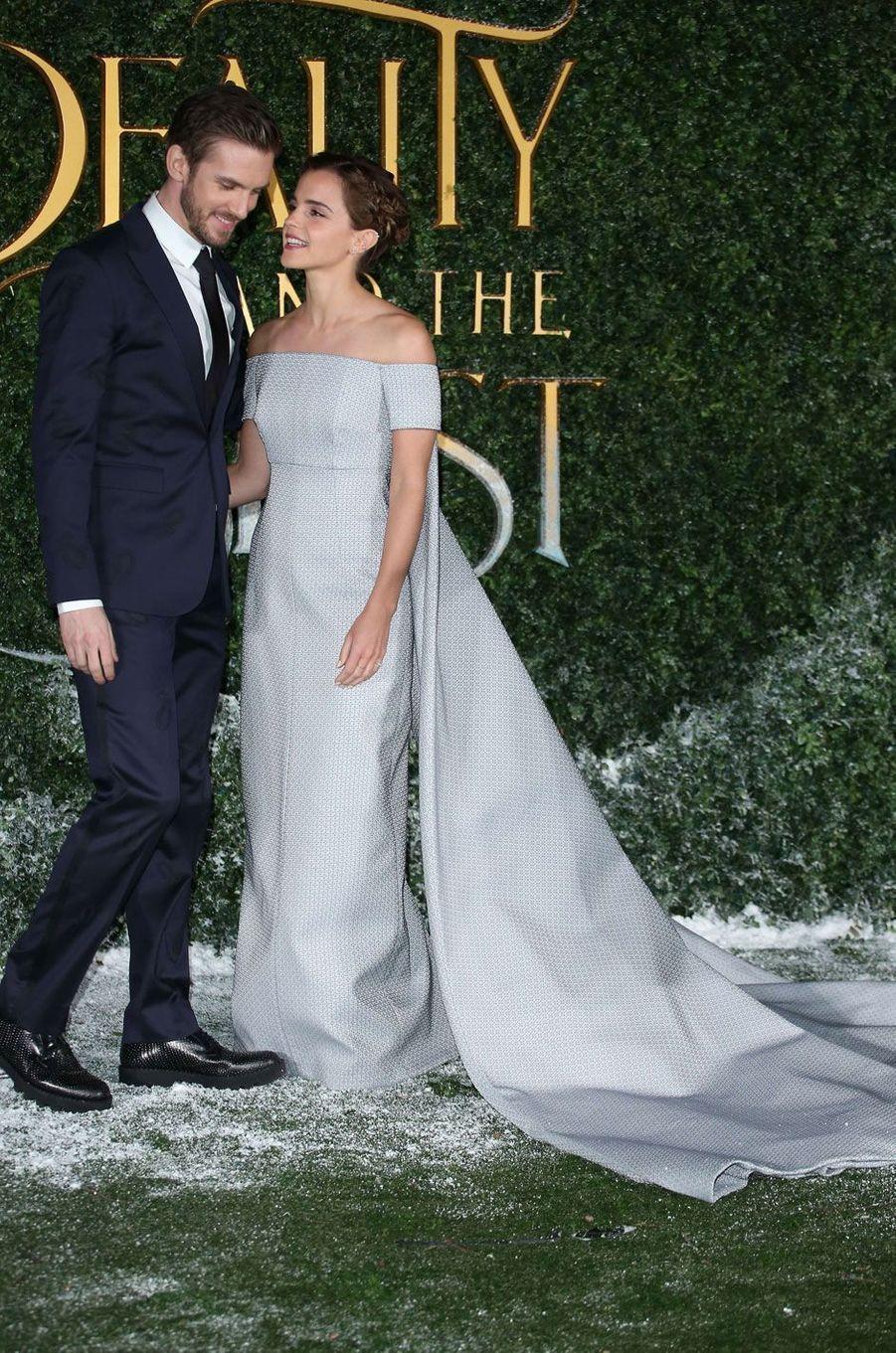 Très complices Emma Watson et Dan Stevens.
