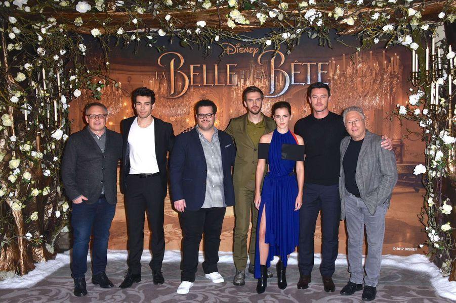 """Toute l'équipe du film de """"La Belle et la Bête"""", le 20 février 2017."""