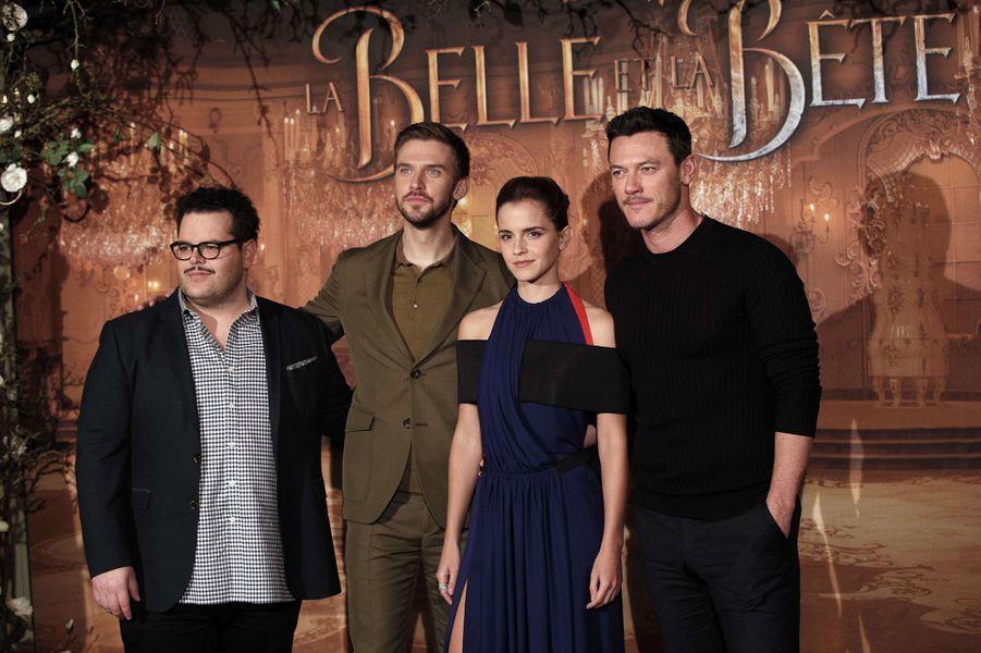 """Josh Gad, Dan Stevens, Emma Watson et Luke Evansà l'avant-première de """"La Belle et la Bête"""" à Paris, le 20 février 2017."""