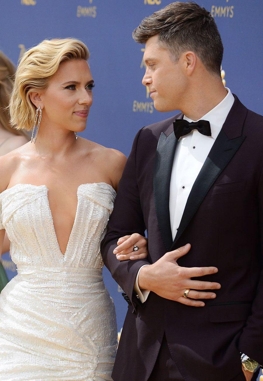 Scarlett Johansson et son compagnon et maître de cérémonie Colin Jost