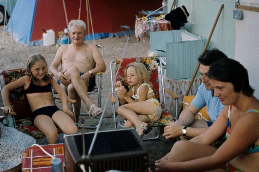 Alpes-Maritimes, 1973 : quand le camping rassemblait les générations.