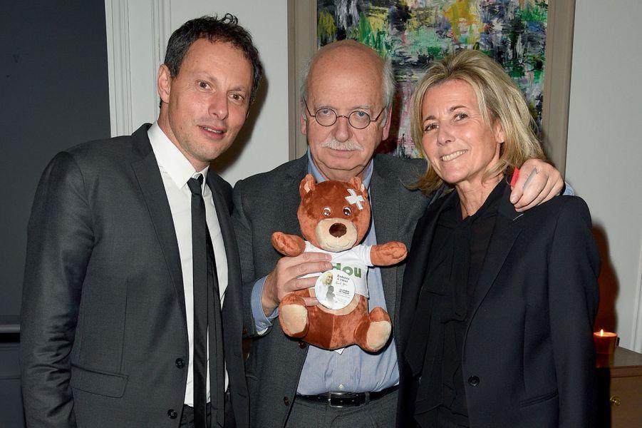 Marc-Olivier Fogiel, Erik Orsenna avec l'ours Toudou, et Claire Chazal.