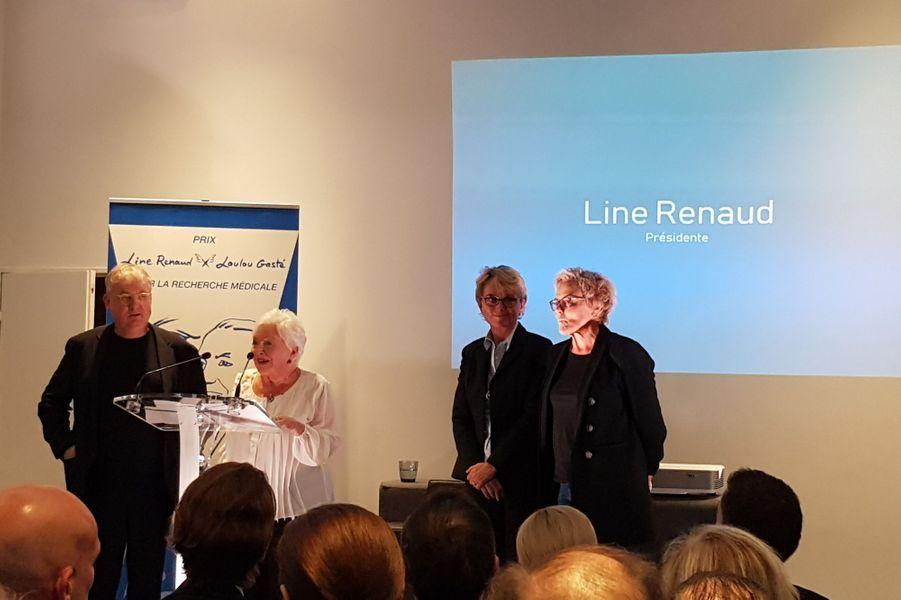 Line Renaud aux côtés de Dominique Besnehard, Claude Chirac et Muriel Robinvendredi soir à Paris pour la remise du premier «Prix Line Renaud-Loulou Gasté pour la recherche médicale».