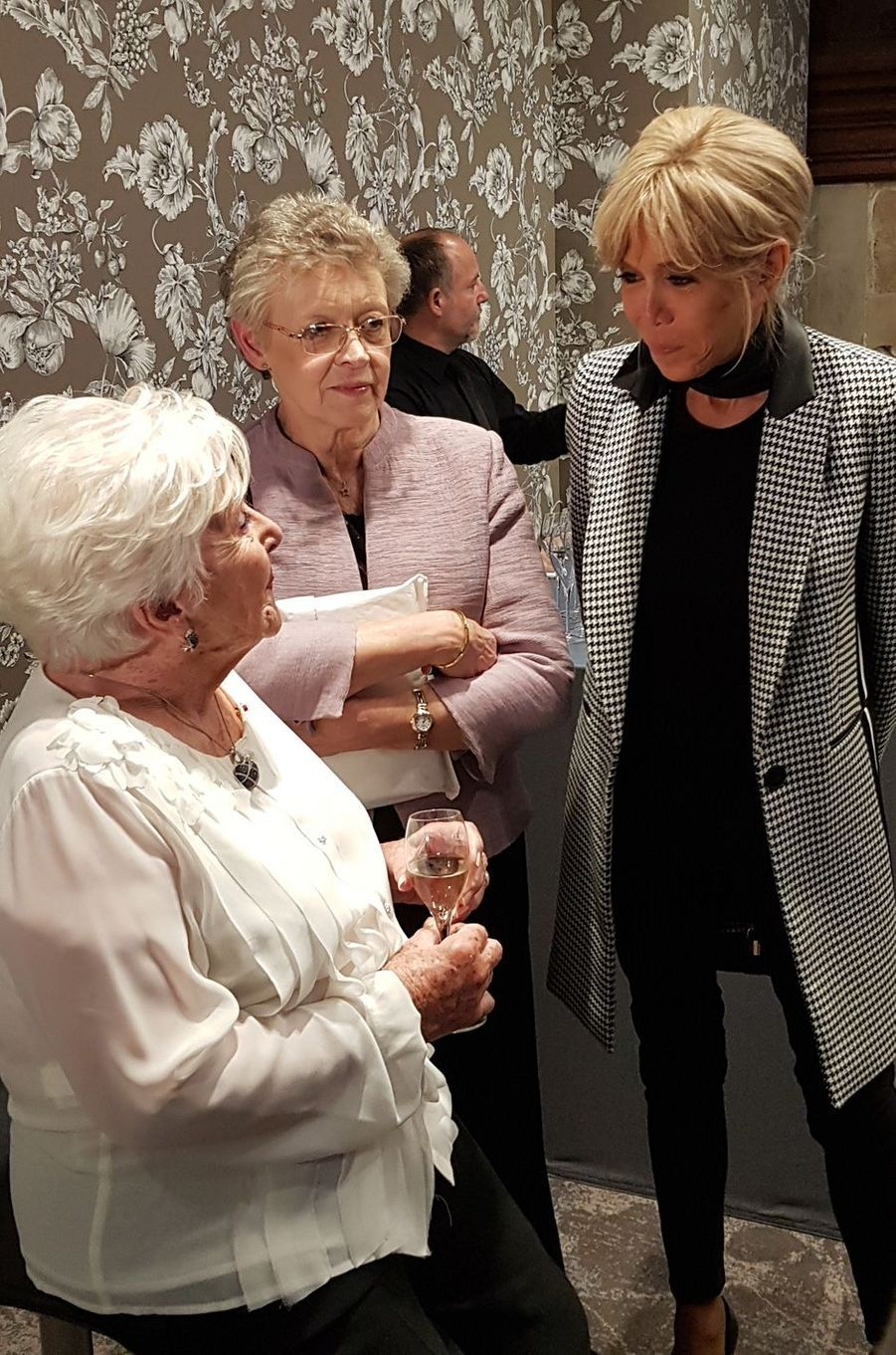 Line Renaud, Françoise Barré-Sinoussi, présidente de Sidaction, et Brigitte Macron.