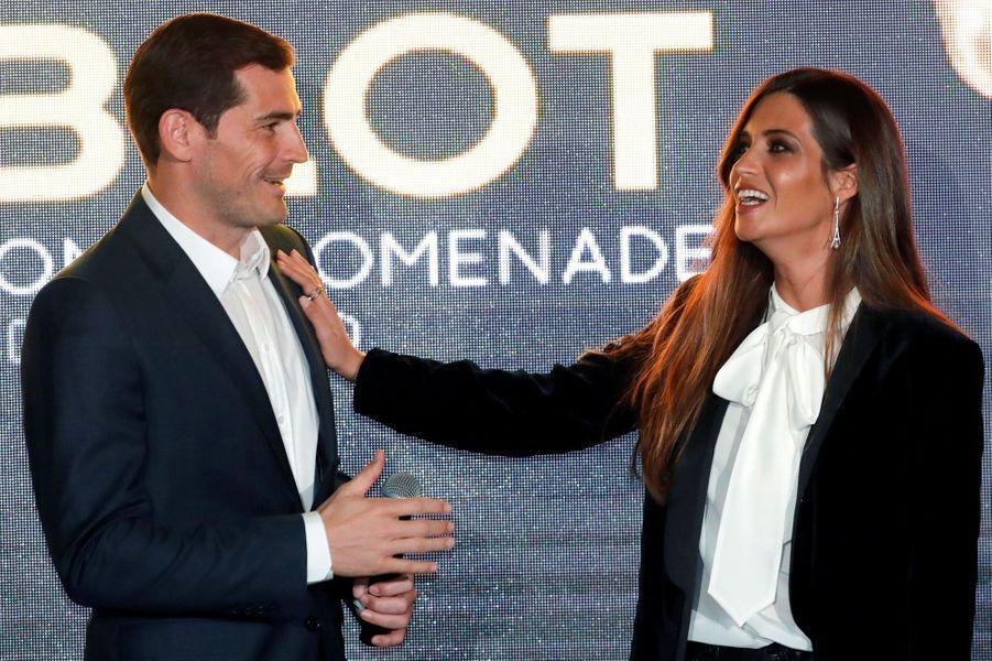 Sara Carbonero, célèbre présentatrice espagnole, et Iker Casillas vivent ensemble depuis 2010. Ils ont deux garçons.