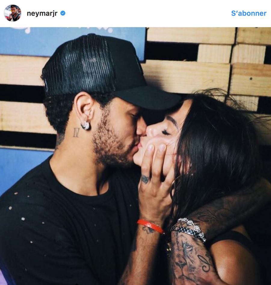 Neymar vit une idylle compliquée avec l'actrice et mannequinBruna Marquezine depuis 2011.