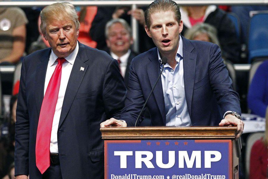 Eric Trump avec son père Donald en pleine campagne présidentielle, janvier 2016.