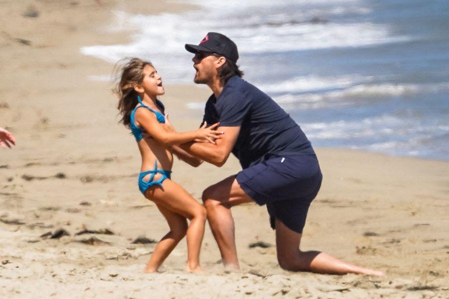 Scott Disick et sa fille Penelopesur une plage de Malibu le 27 juillet 2020