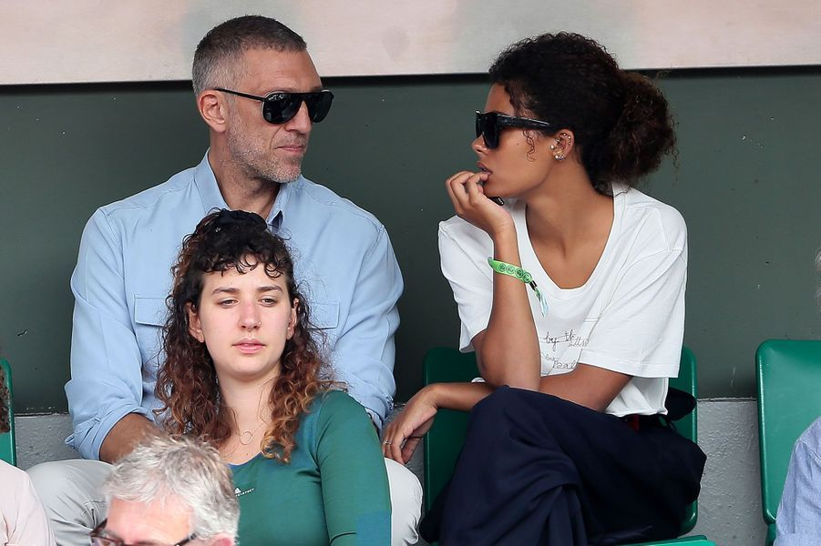 Vincent Cassel etTina Kunakey à Roland-Garros jeudi