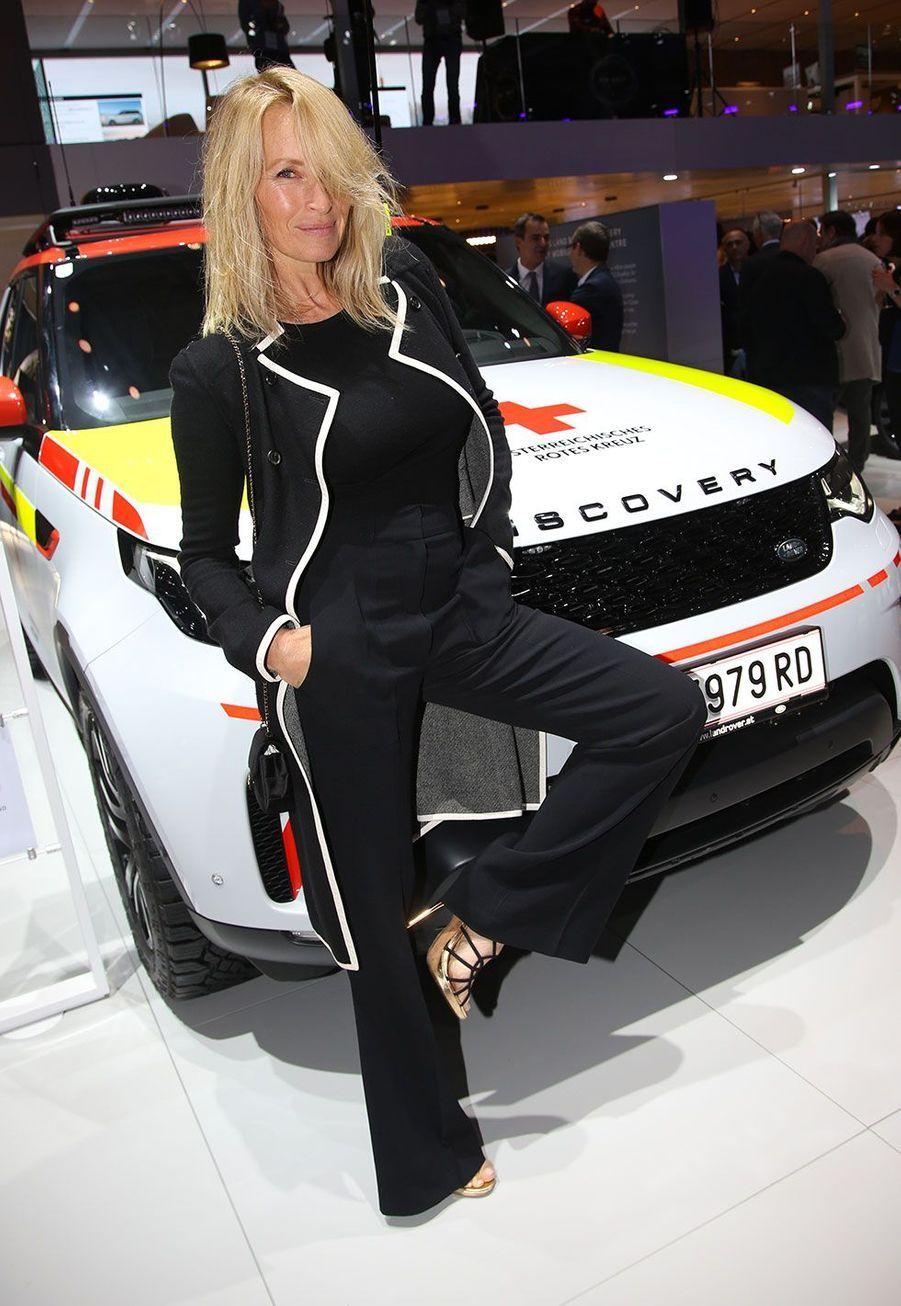 Estelle Lefébure au Mondial de l'automobile