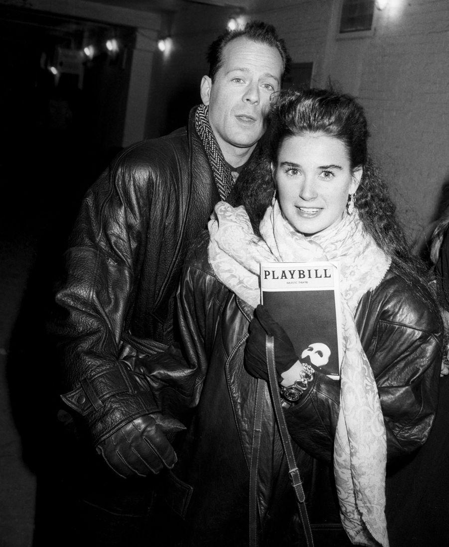"""Bruce Willis et Demi Moore à l'issue d'une représentation du """"Fantôme de l'Opéra"""", le 13 février 1988 à New York."""