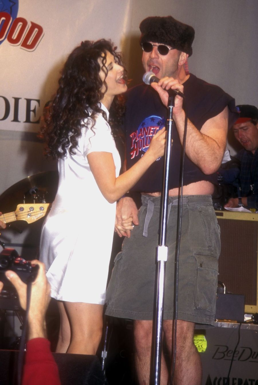 Bruce Willis et Demi Moore inaugurent le restaurant Planet Hollywood de San Diego, le 25 mars 1995.