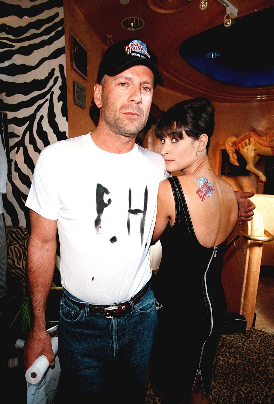 Bruce Willis et Demi Moore inaugurent le restaurant Planet Hollywood de Beverly Hills, le 17 septembre 1995.