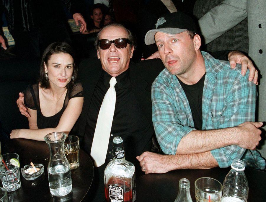 Bruce Willis et Demi Moore en compagnie de Jack Nicholson, le 9 février 1998 à New York.