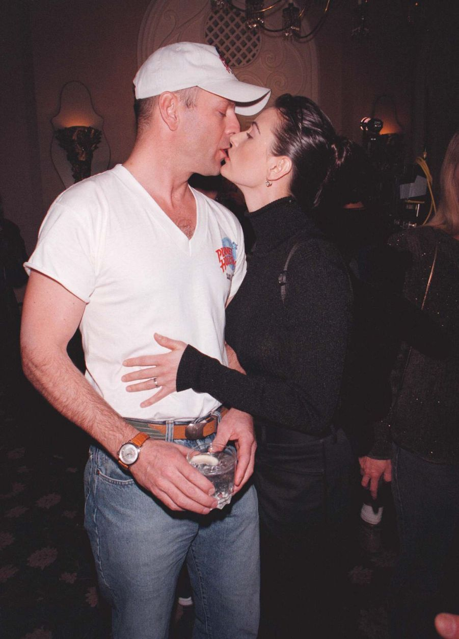 Bruce Willis et Demi Moore inaugurent le restaurant Planet Hollywood de San Antonio, le 2 octobre 1996.