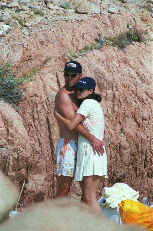 Bruce Willis et Demi Moore en vacances sur l'Île de Cavallo, le 25 août 1995.