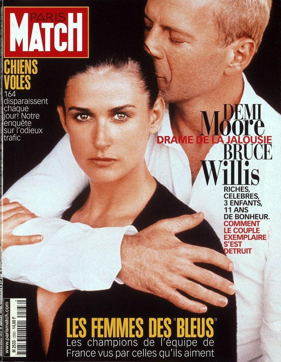 """""""Bruce Willis et Demi Moore, le drame de la jalousie"""" en couverture de Paris Match, n°2563 daté du 9 juillet 1998."""